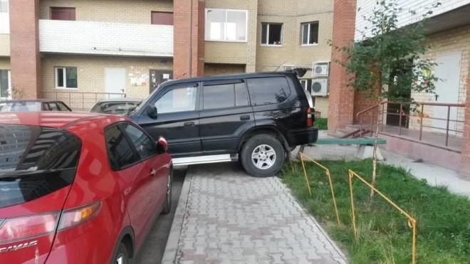 Жаловаться на парковку во дворе