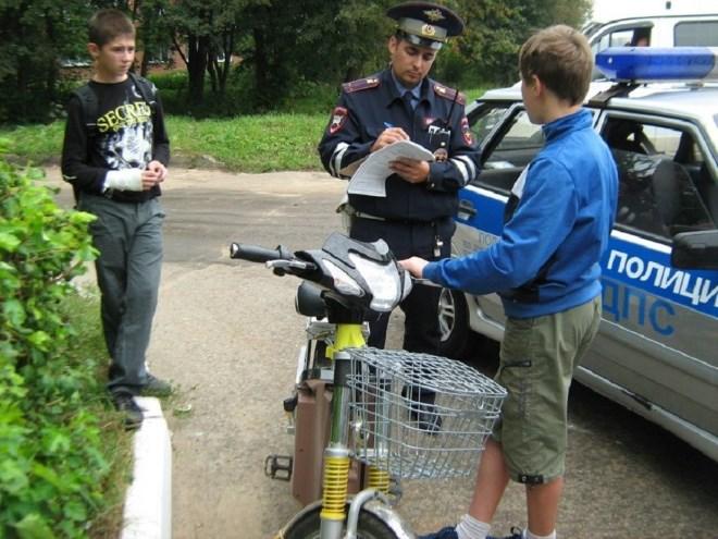 Штраф за езду на скутере без ВУ